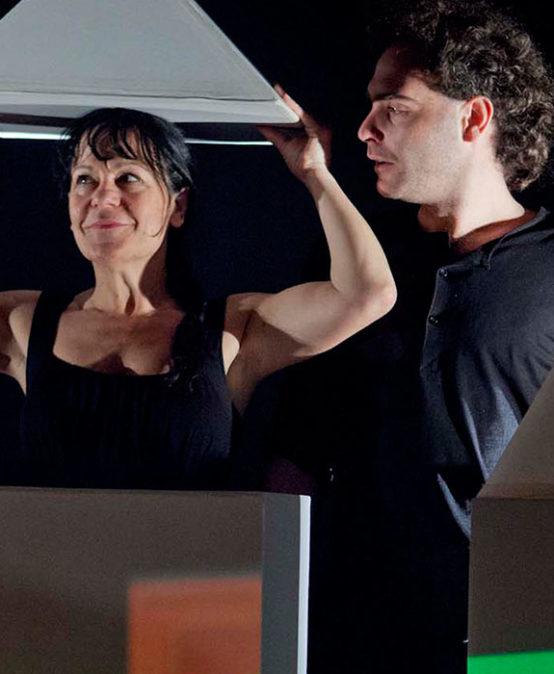 NAVIDAD | TEATRO. ¡TODOS A ESCENA!: Kubik, de Teatro Paraíso (País Vasco) & Teatro de la Guimbarde (Bélgica)