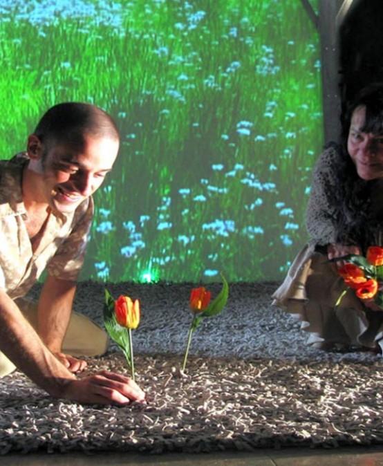 En el jardín de Teatro Paraíso & Théâtre de la Guimbarde (Vitoria-Bèlgica)