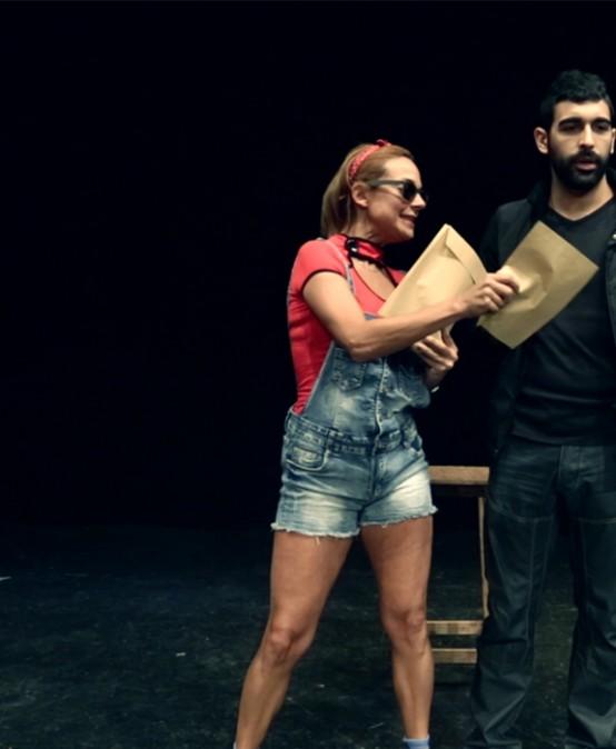 Com el pa a l'alcavor, espectacle sobre la poesia d'Estellés, de Mag Rubén Aparisi i Laura Sanchís (País Valencià)