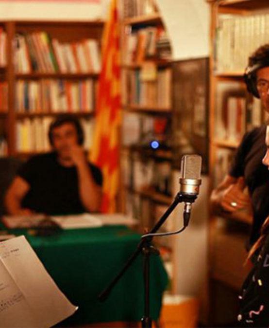 MÚSICA: Mans manetes. Paraules, cançons i veus de minyons de l'Alguer, con Pau Alabajos, Borja Penalba y Mireia Vives